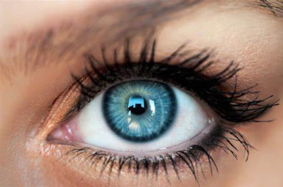 kahverengi göze mavi lens