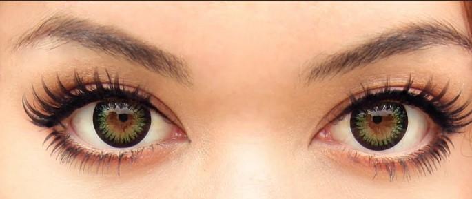 kahverengi göze yeşil lens